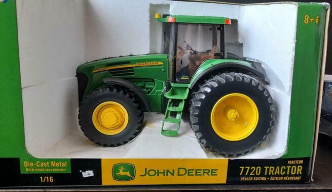 John Deere 7720 Dealer Edition 1:16