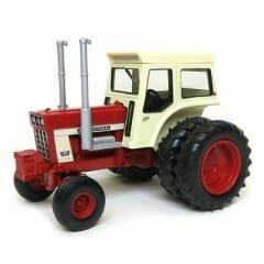 International Harvester 1468 met Dubbellucht
